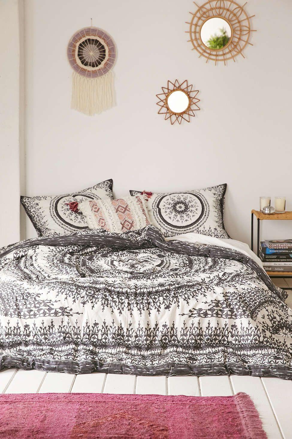 plum bow effie medallion comforter rooms pinterest schlafzimmer wohnen und maisonette. Black Bedroom Furniture Sets. Home Design Ideas