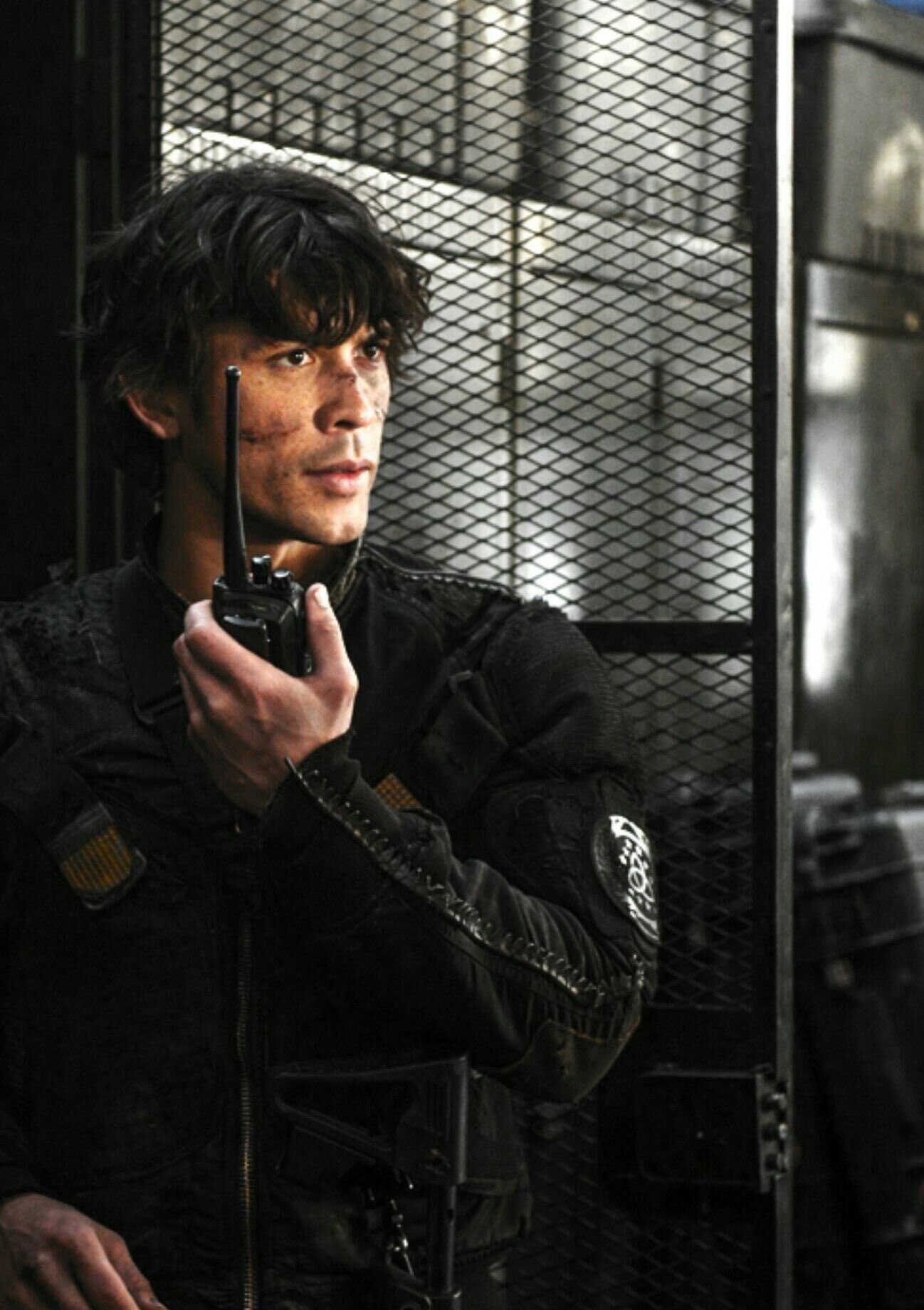 Bellamy Blake in The 100   the 100   Bellamy the 100, The
