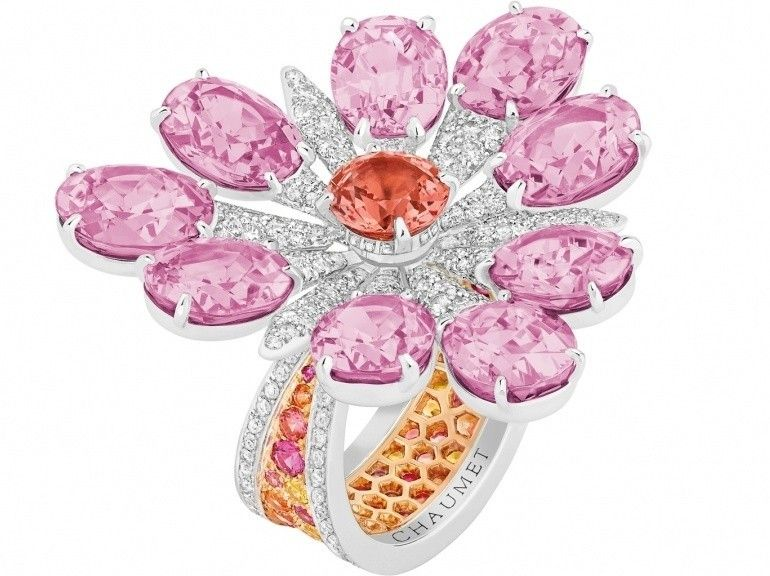 Chaumet Ring in white gold paved with diamonds and multicoloured sapphires, set with nine oval-cut pink spinels and one round-cut orange spinel