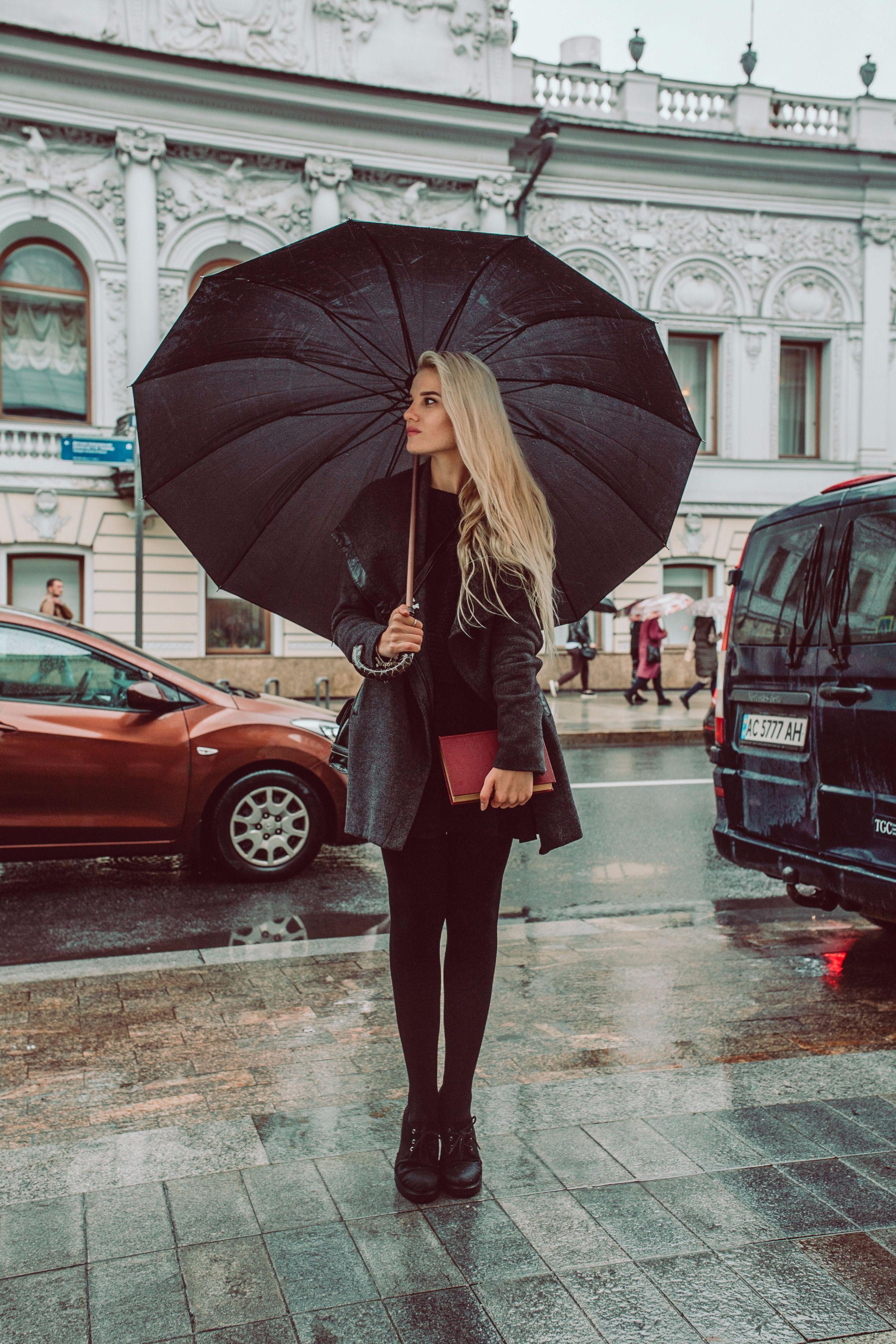 фотосеты позы с зонтом комната, которую попадает