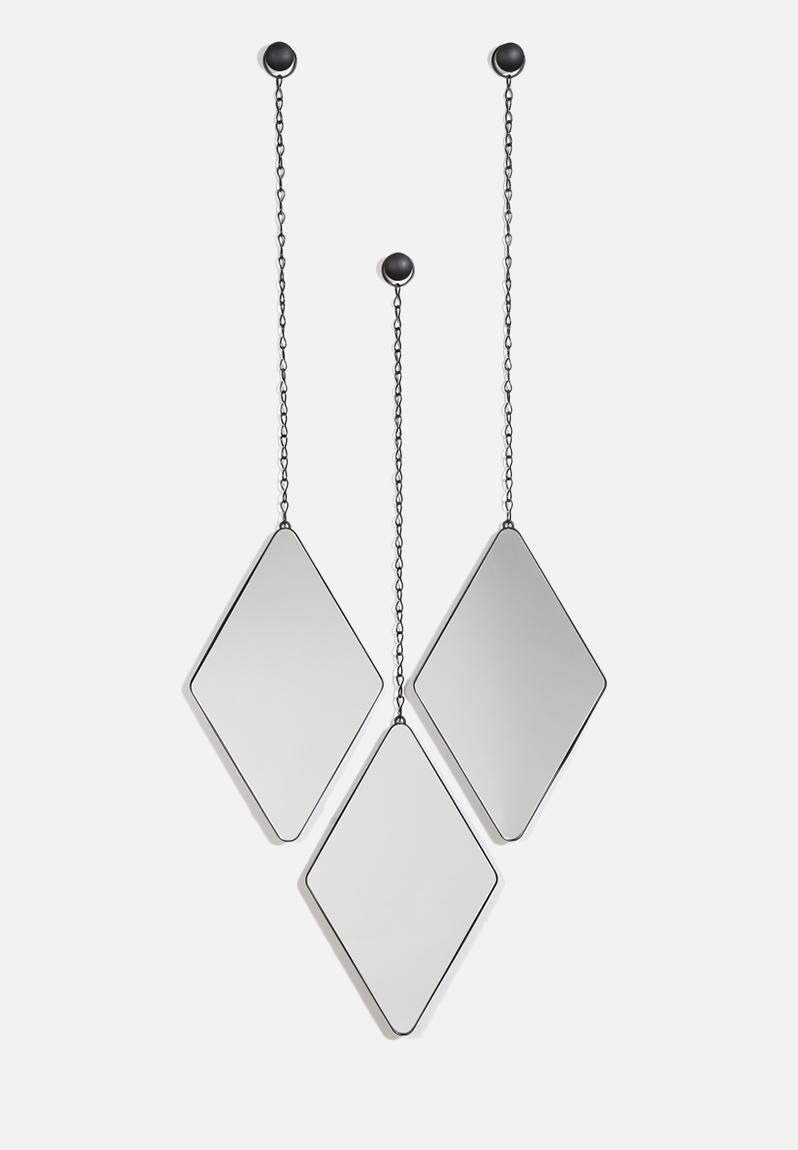 Contemporary and oh so trendy, this set of three diamond-shaped mirrors from Umbra offers a beautifully minimal décor addition to any room. With black powder-coated metal frames hung from knobs and chains, these minimalist mirrors can be displayed individually or in a group, hung in a line, or staggered.