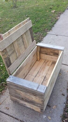 Pallet Toy Box That I Made For My Son Kids Wood Crafts Pallet Furniture Pallet Toy Boxes Woodworking Projects Pallet Storage
