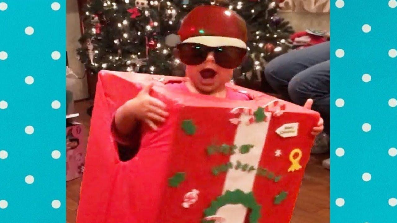 حاول أن لا تضحك مضحك عيد الميلاد الأطفال هدية الافتتاح Funny Gif Funny