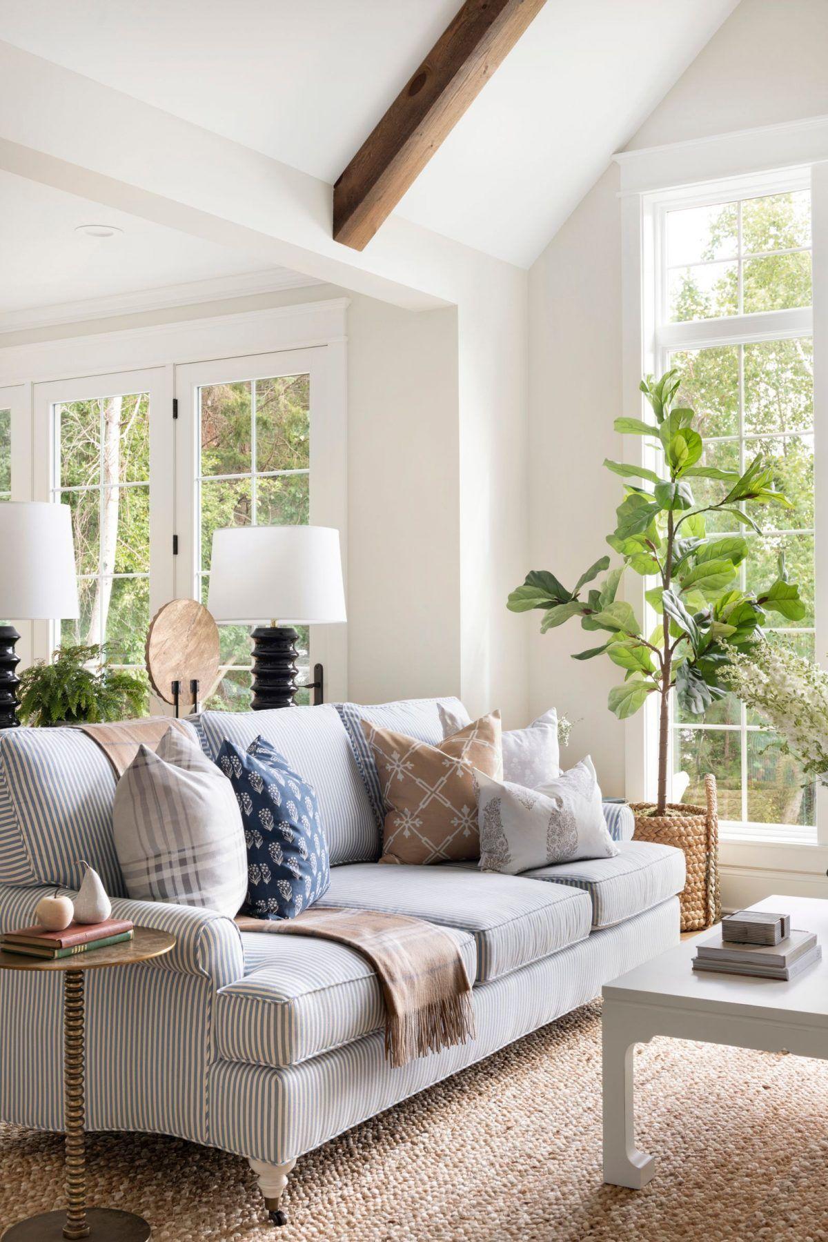 living room design  cottage style  lake house  lake