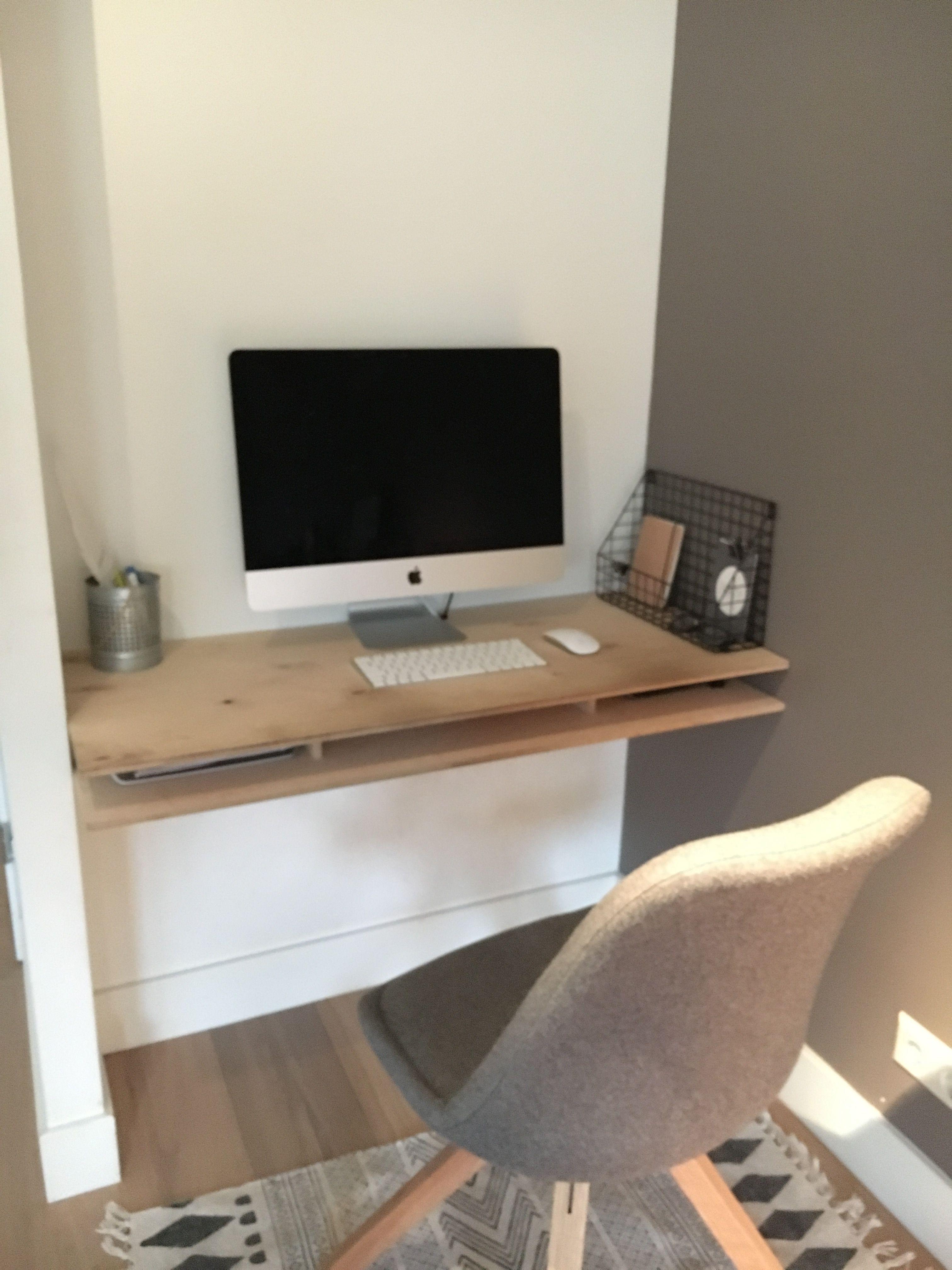 DIY bureau in nis #computerhoek #underlayment #planktussenmuren ...