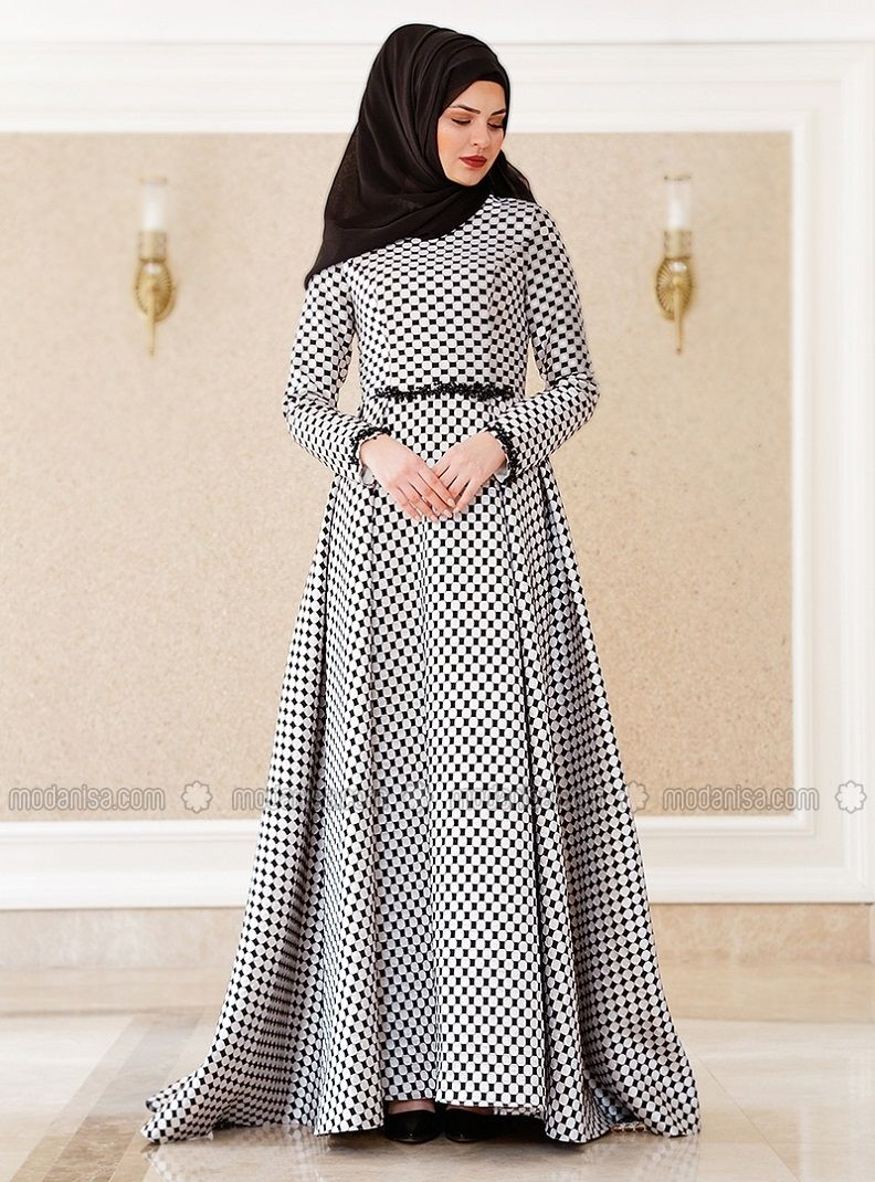 394cc927e45b The perfect addition to any Muslimah outfit, shop Lâl By Hilal's stylish  Muslim fashion Crew