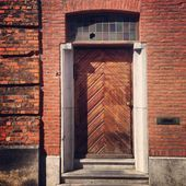 I have never seen a wooden door like this. The meat …- I …