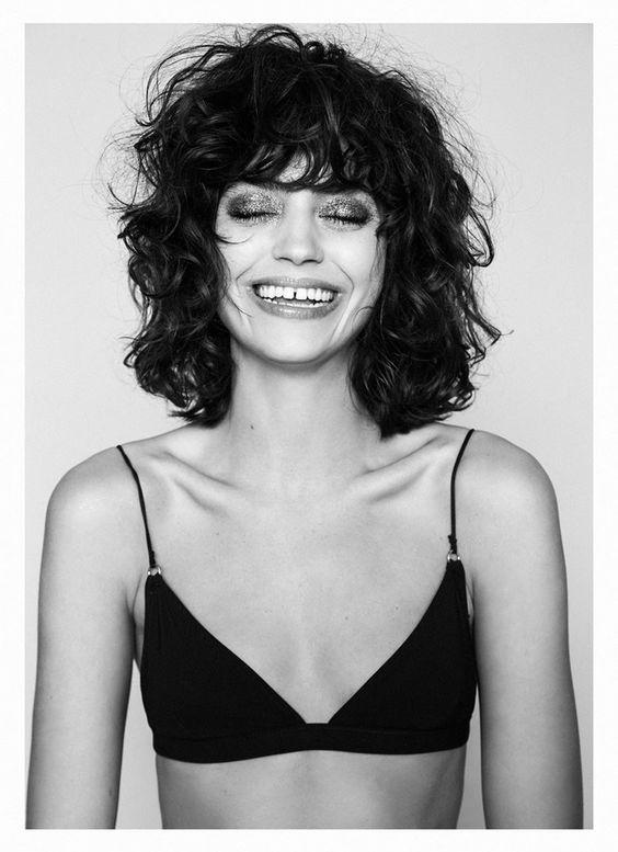 Curly short hair by Mica Alganaraz.