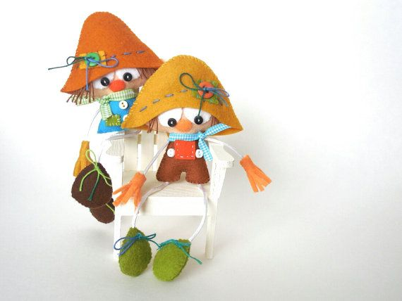 Mr. & Mrs. ScarecrowScarecrow Fall by LittleThingsToShare on Etsy, $21.99