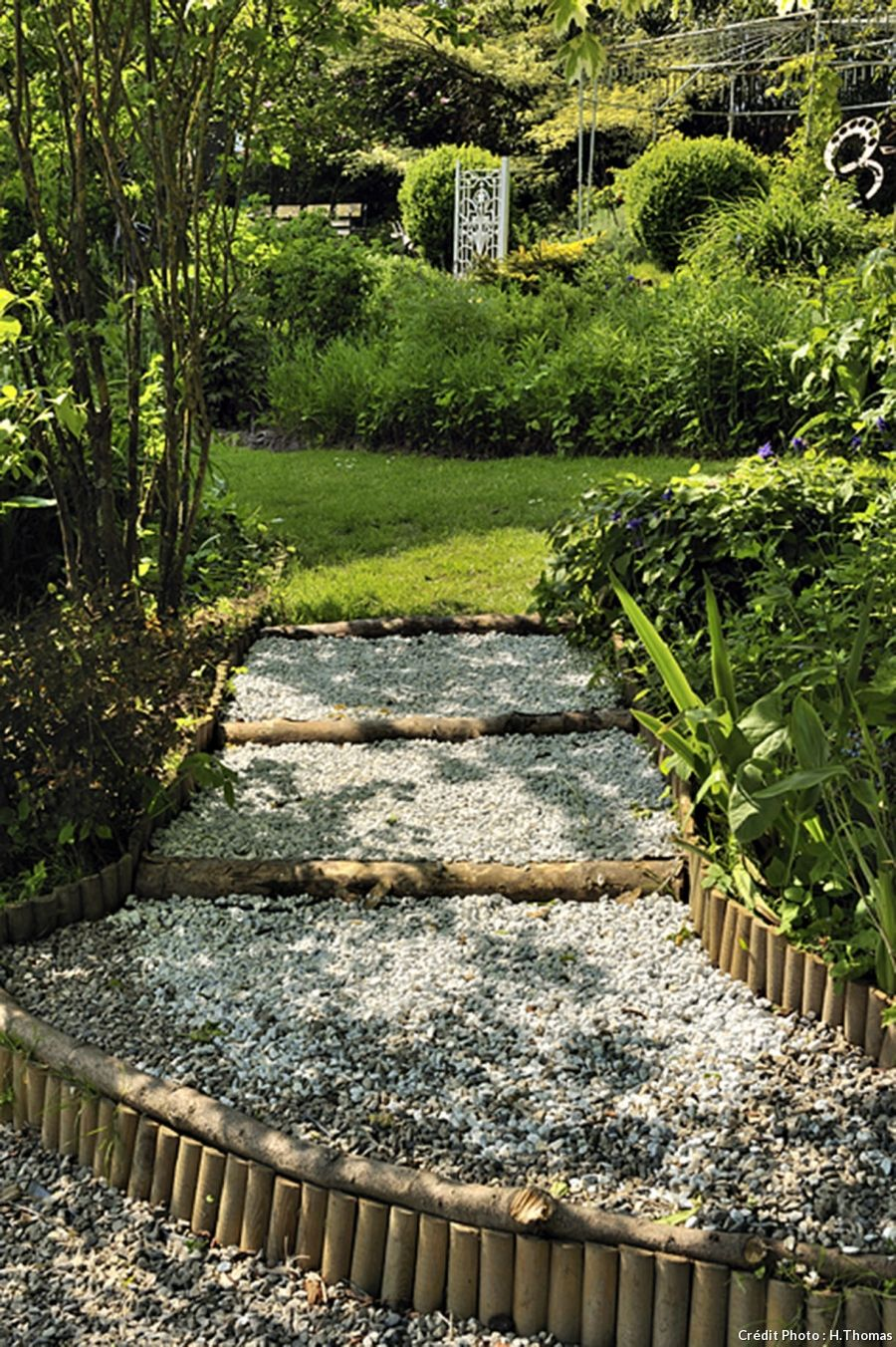 Un jardin de campagne en Artois | Gravier, Bordure et Plage