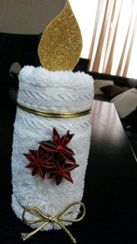 Una linda vela navide a echa con toalla facial para darle for Adornos con toallas