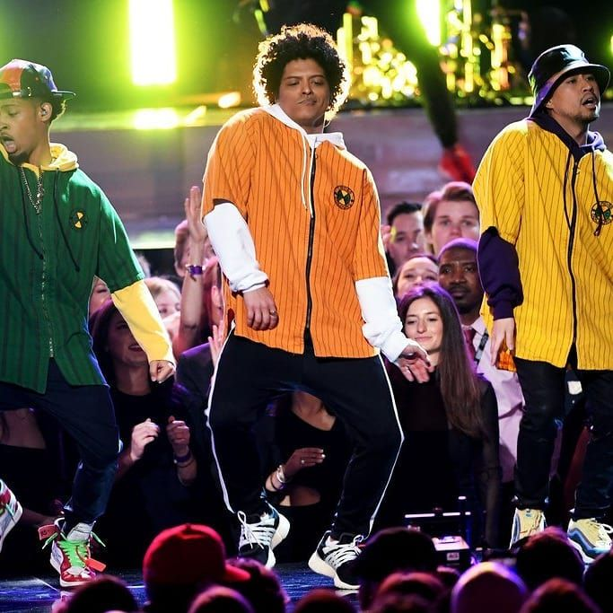 Pin By Gillian Vickers On Live Performances Bruno Mars Bruno Mars Grammys Phil