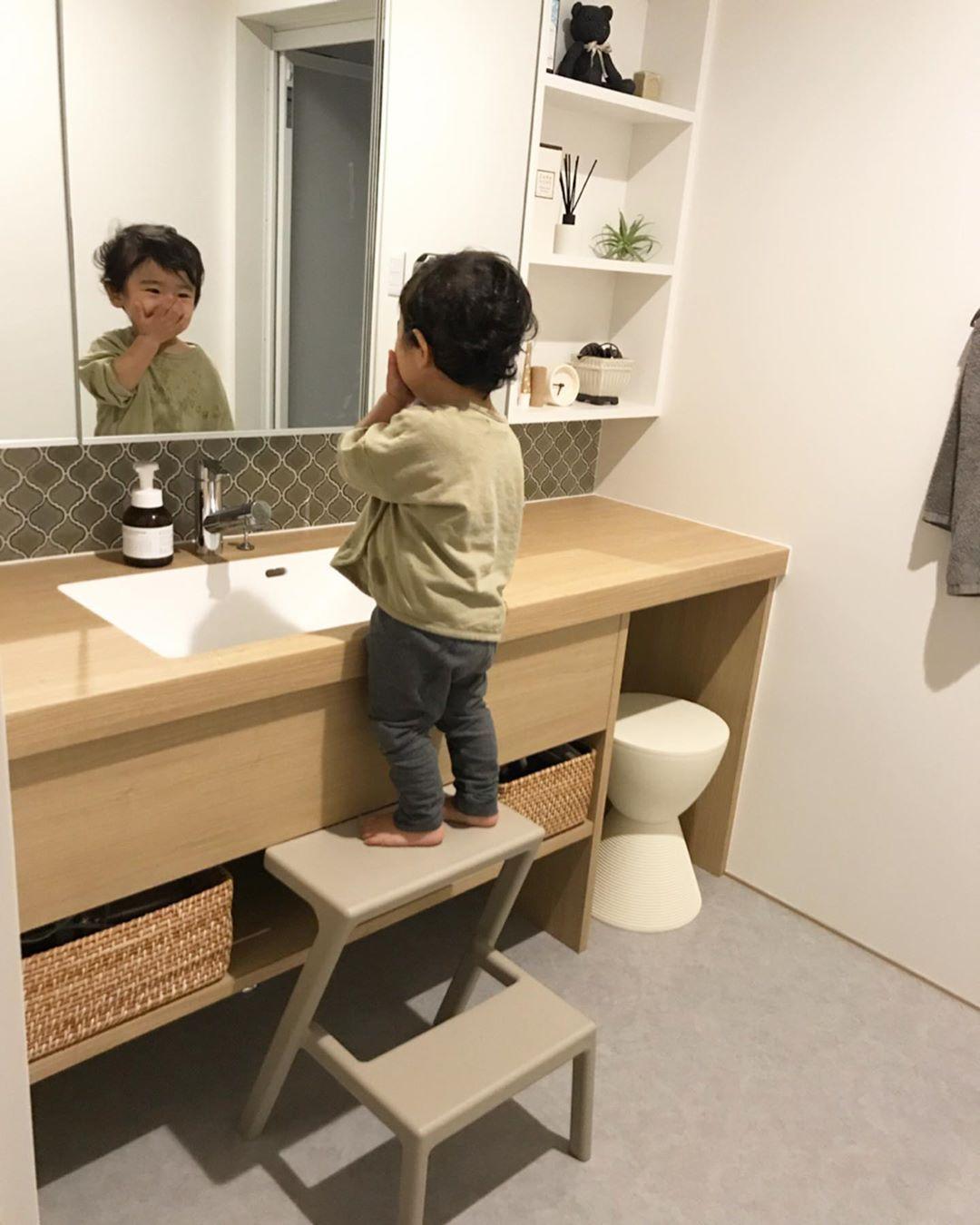𝚢𝚞𝚔𝚒𖢒はinstagramを利用しています 子供ステップ 洗面所のステップは Ikeaのものを使っています うちのチビっこ息子は 身長が81 1段のでは届くはずもなく 2段ものを買いました 形もキレイだし 何よりこの淡いベージュが可愛くて