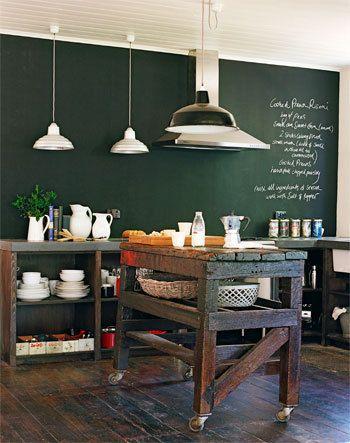 groene muur met donkere houten vloer  keuken  Schoolbord