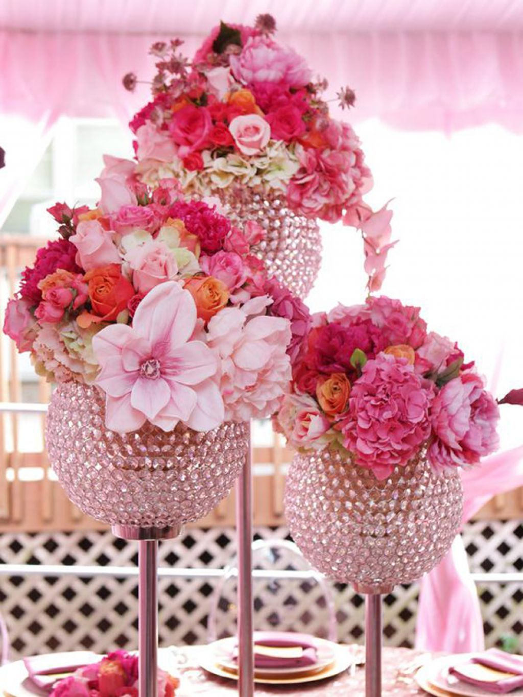 Wedding flowers ideas beautiful pink wedding flower centerpieces wedding flowers ideas beautiful pink wedding flower centerpieces with crystal vase combined with light pink roses and elegant white lily beautiy the mightylinksfo