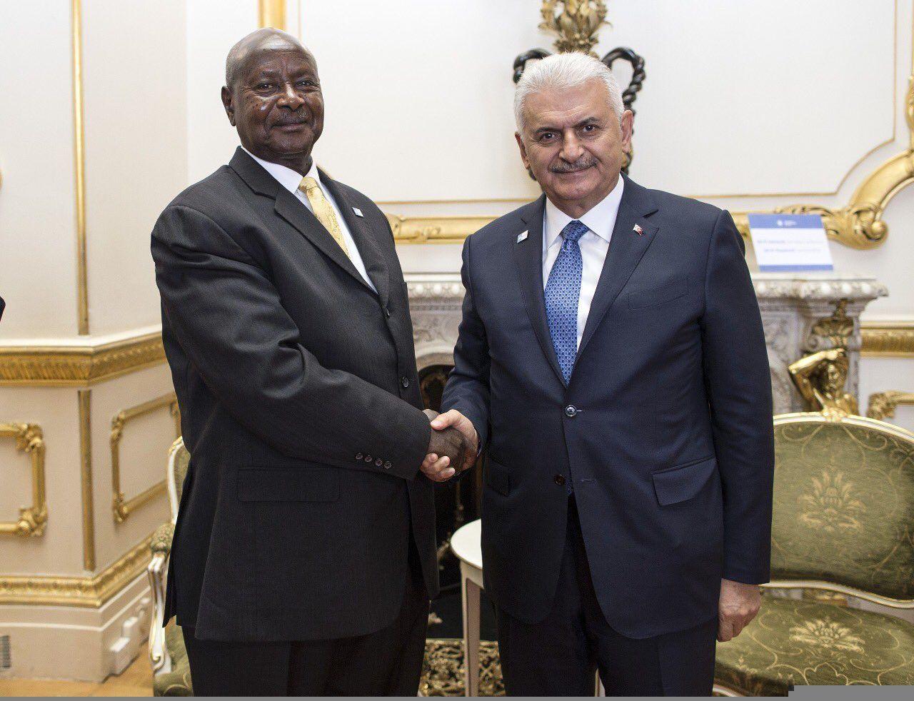 RT @TC_Basbakan: Başbakan Yıldırım Londra'da Uganda Cumhurbaşkanı @KagutaMuseveni ile görüştü. https://t.co/5ddhFuZCRb