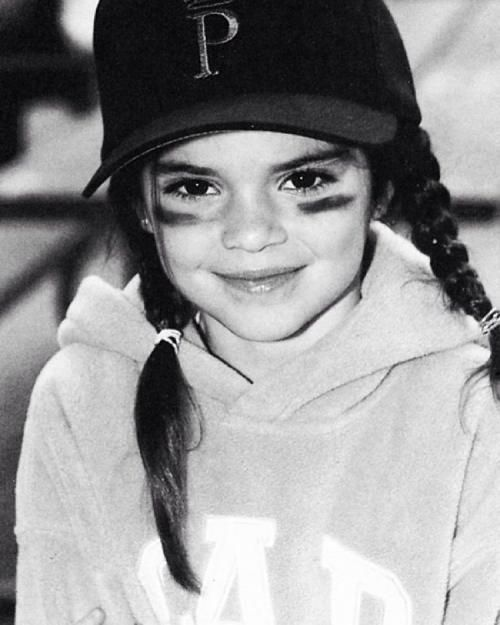 So Sahen Die Stars Als Kinder Und Jugendliche Aus Kendall Jenner Instagram Kendall Jenner Kleid Kendall