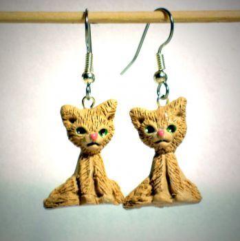 Ohrringe und Ohrstecker im Onlineshop - Verrückte Ohrringe und Schmuck Welt  - Ohrringe Katze beige Edelstahl Ohrhänger handgemacht aus Sculpey Neuware