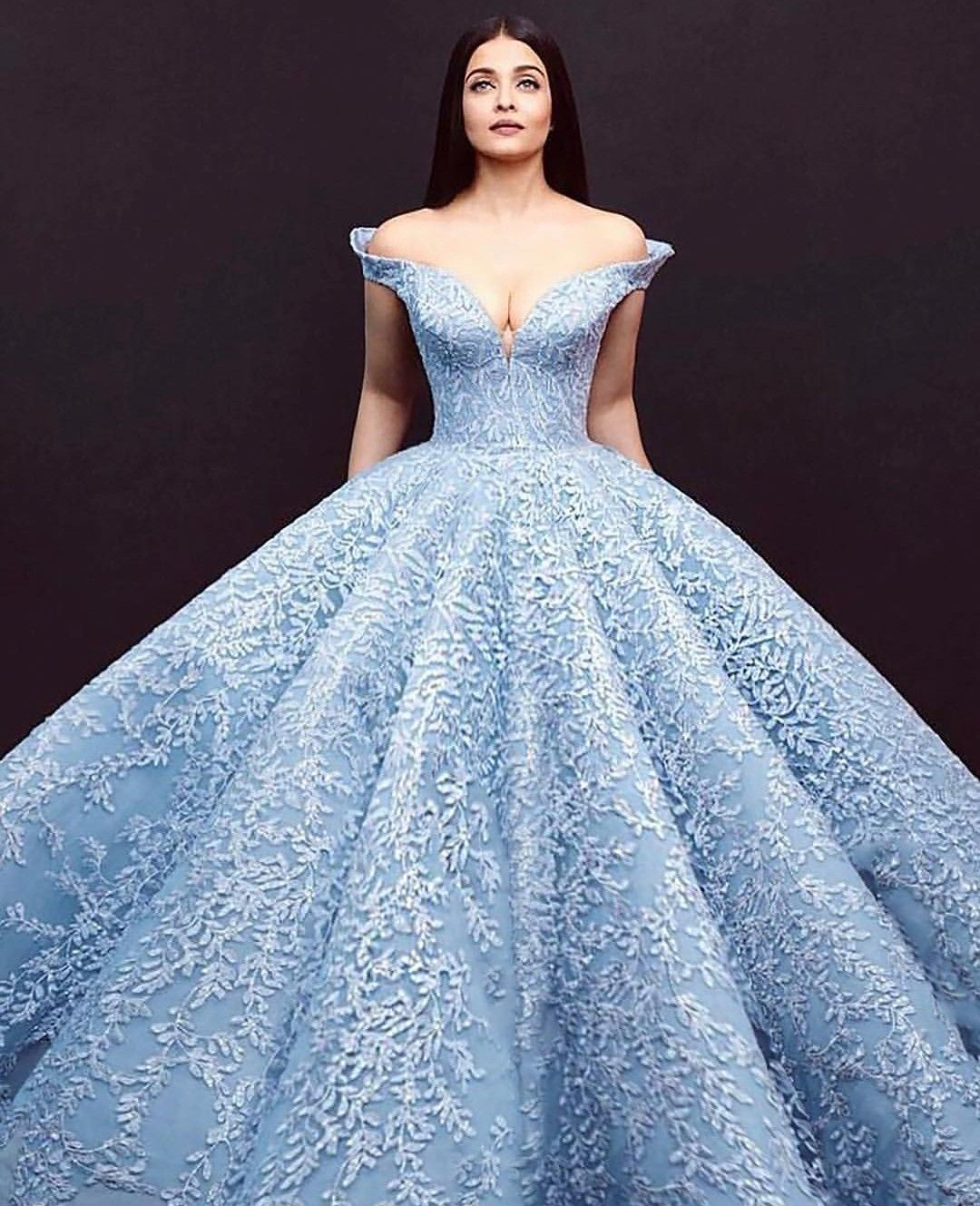 Super stunning Bollywood Queen Aishwarya Rai in her magnificent ball ...
