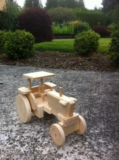 Awesome Farm Tractor Made Of Pine Perfect For The Little Ones Or The Young At Heart Demensions 12 1 2 X Com Imagens Brinquedos De Madeira Carro De Madeira De Madeira
