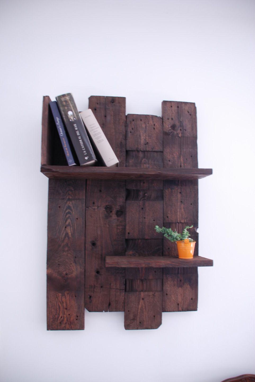 etag re murale en bois de palettes meubles et rangements par atelier quatrecoeurs meubles. Black Bedroom Furniture Sets. Home Design Ideas