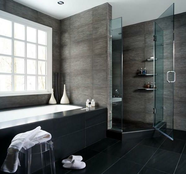 graues badezimmer mit einer duschkabine und einer eingebauten ...