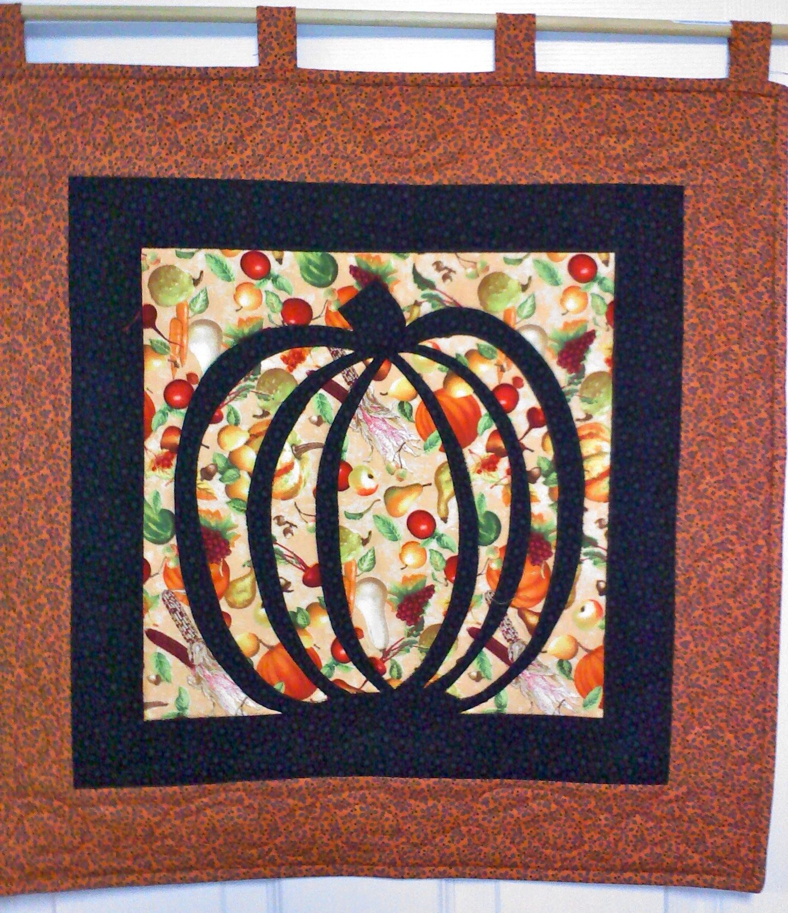 A cute and simple halloween wall or door hanging quilting