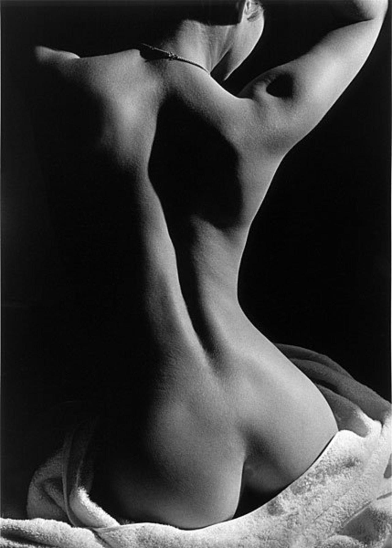 Resultado de imagem para foto preto e branco artística de mulher semidesnuda