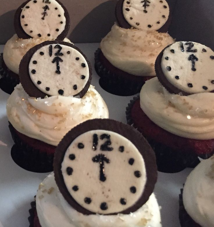 New Years Eve Cupcakes make with Oreo cookies as the clock  Silvester