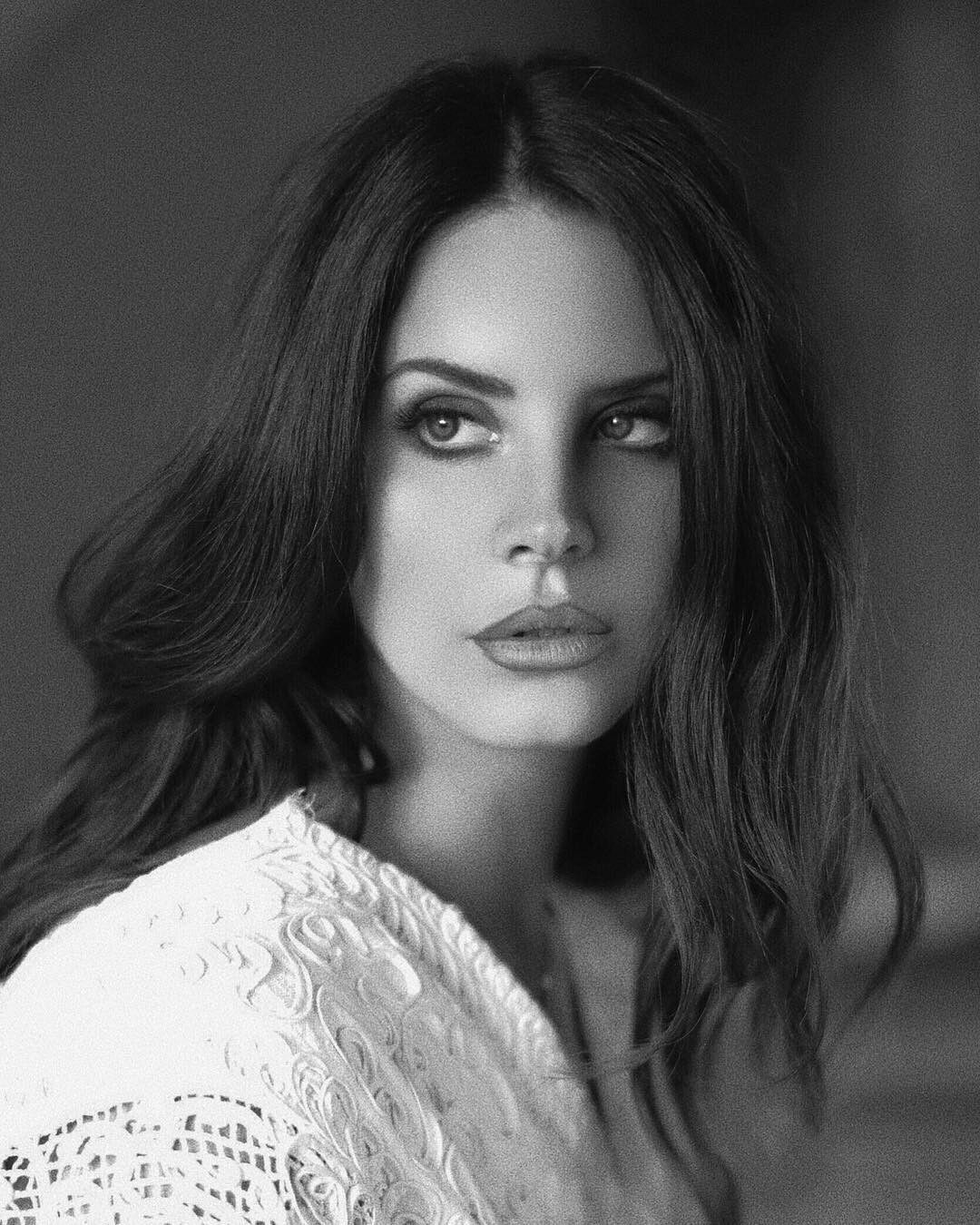 Lana Del Rey Nude Photos 25