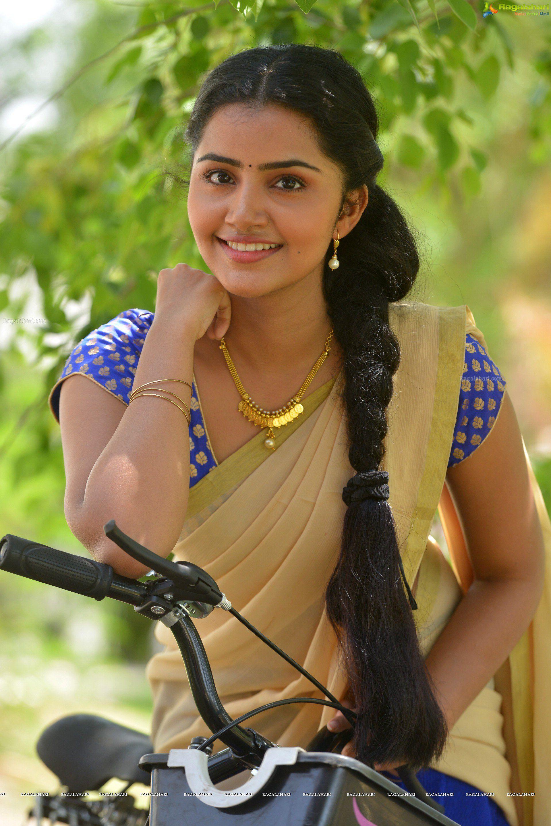 Anupama Parameswaran High Definition Image 15 Telugu Heroines Photos Telugu Actress Photos Stills Tol Anupama Parameswaran Beauty Beautiful Indian Actress