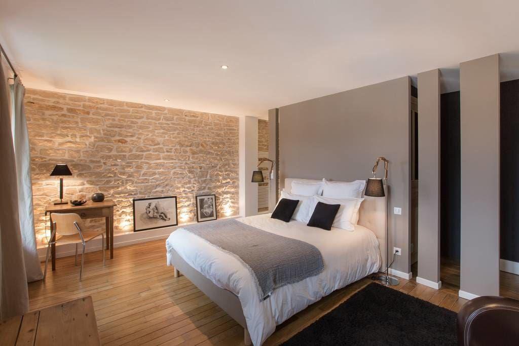 Regardez Ce Logement Incroyable Sur Airbnb Chambre Privee De Grand Confort Maisons A L Chambre Parentale Moderne Deco Chambre Parental Deco Chambre Parents