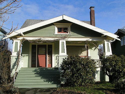 https://flic.kr/p/5VaVs7 | Daily Bungalow - Hawthorne Neighborhood | I like a bungalow front door with side lights.