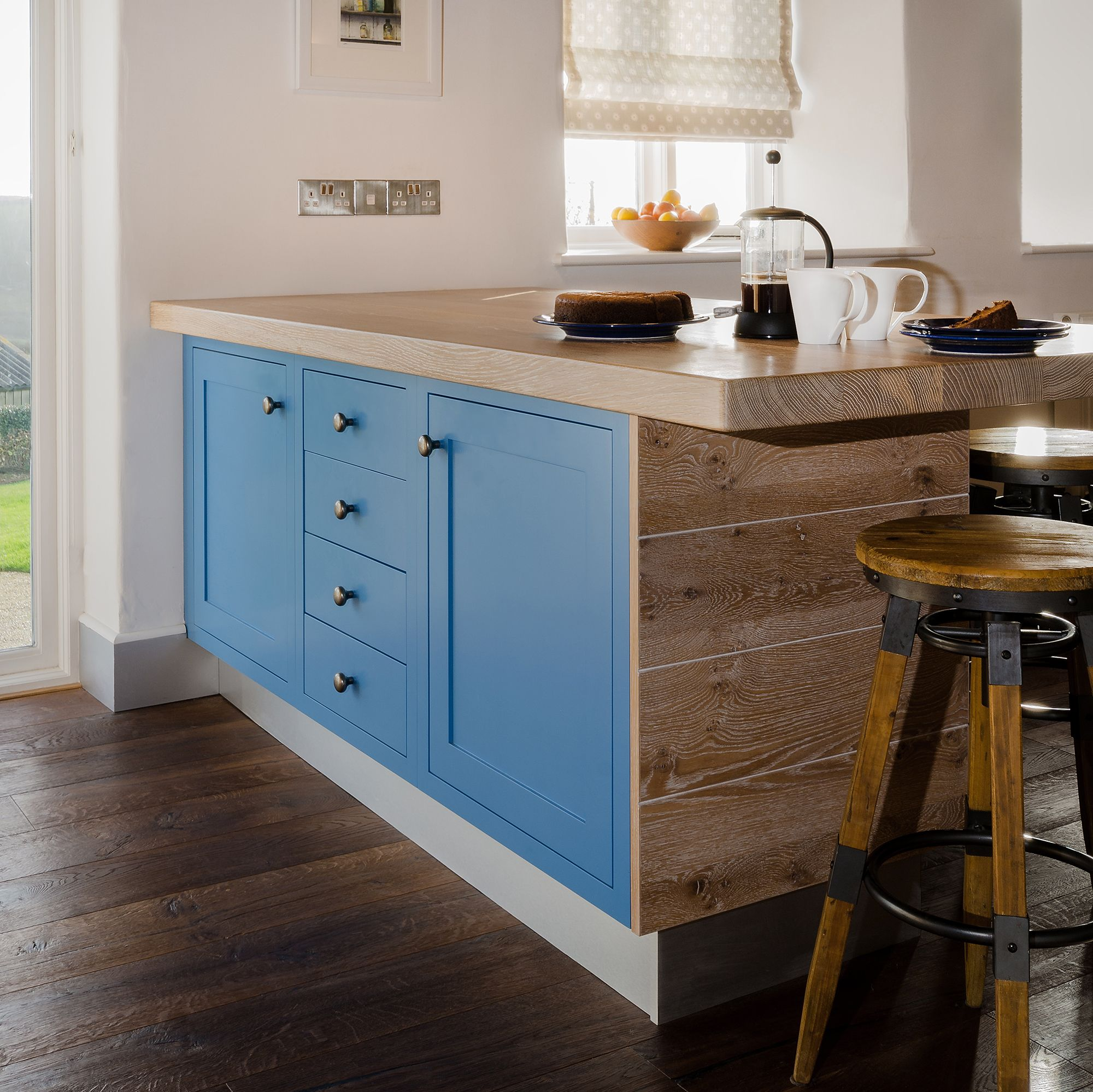 Introducing colour to a kitchen island. Mix and matching paint and ...