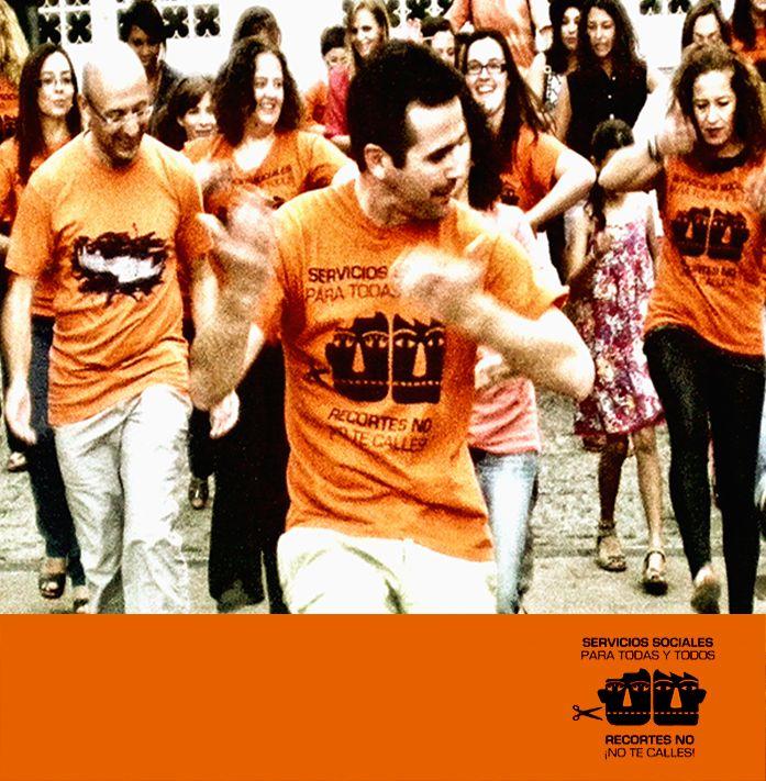 """Colaboración  en 2013 con """"Marea Naranja Jaén"""" para flashmob por la Defensa del Sistema Público de Servicios Sociales"""" (3)."""