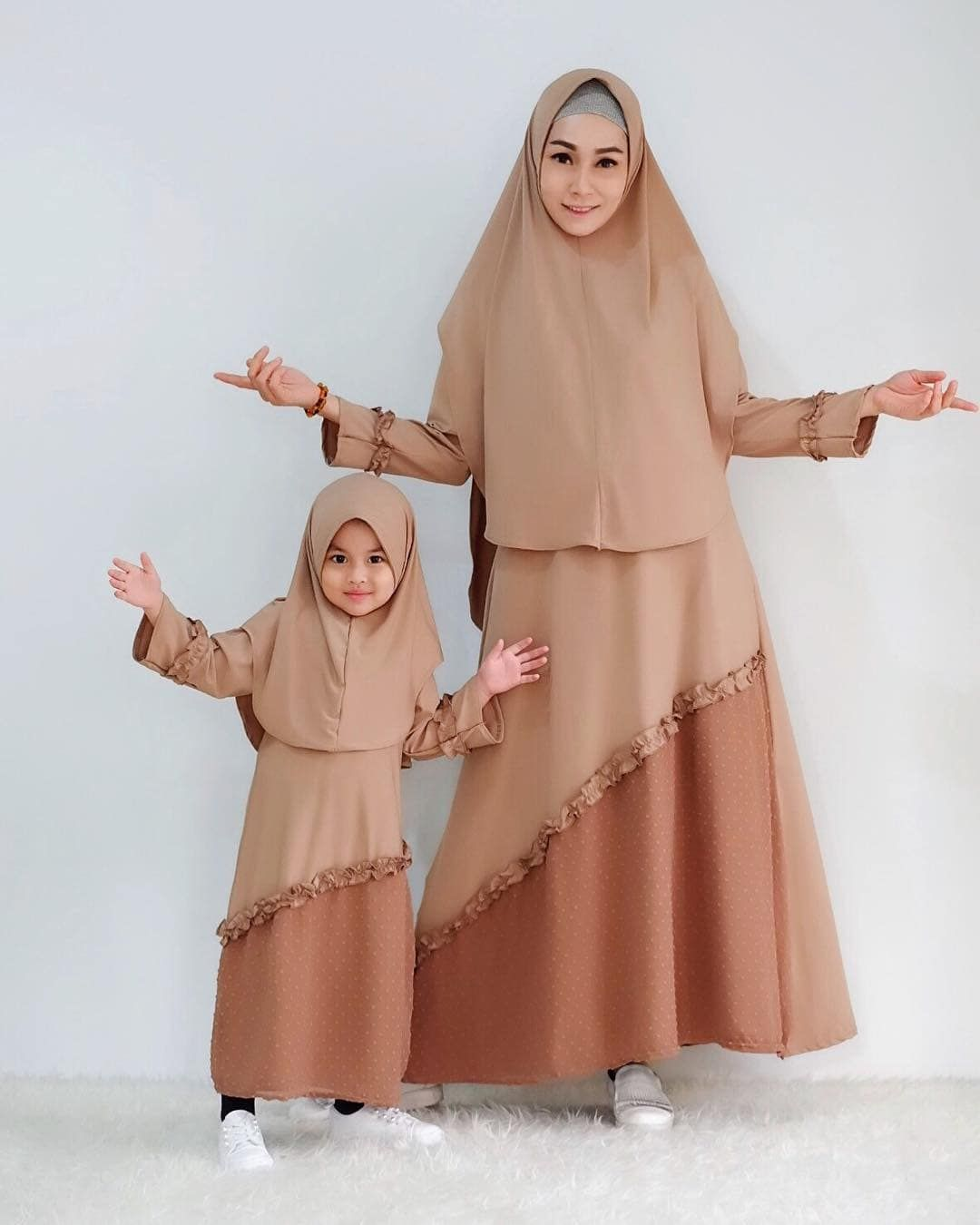 12 Setelen Model Gamis Couple Ibu dan Anak Modis - HijabTuts