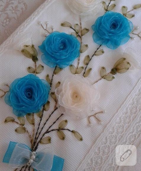 Ruban de fleurs avec bord de serviette brodé bleu et blanc   – travaux manuels