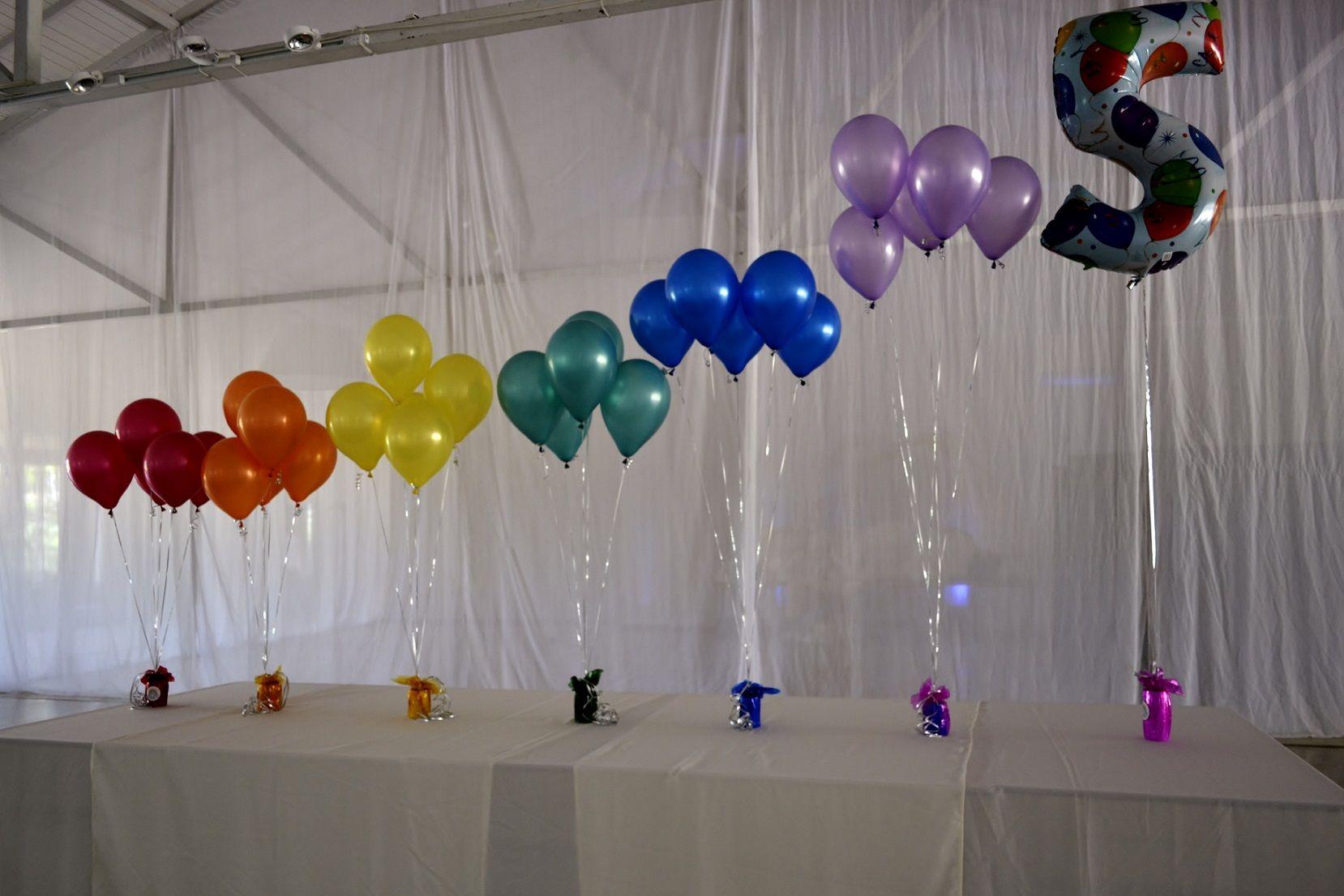 Racimos de globos de helio arco iris en la hacienda - Globos de cumpleanos ...