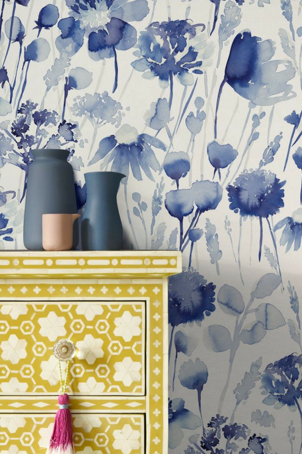 A Beautiful Wallpaper Design Featuring Herbaceous Flowers And Botanical Stems Shown Here Blue Floral Wallpaper Grey Floral Wallpaper Vintage Flowers Wallpaper