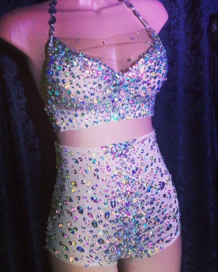 Figurino  atelier leandro de jesus  #amor #fashionweek #fashionista #fashiondesigner #fashion #brasil #sexy #diva #dress #design  #carnaval #fantasy #fantasia #love #luxury #dresses #samba #brasil #atelierleandrodejesus #braziliansambalove #brazilian #brasiliangirl #sambamusic #vestido #sambadancers #brazilcarnival #braziliancarnival  #carnivalbreeze #carnivale #carnivalcruise #carnival