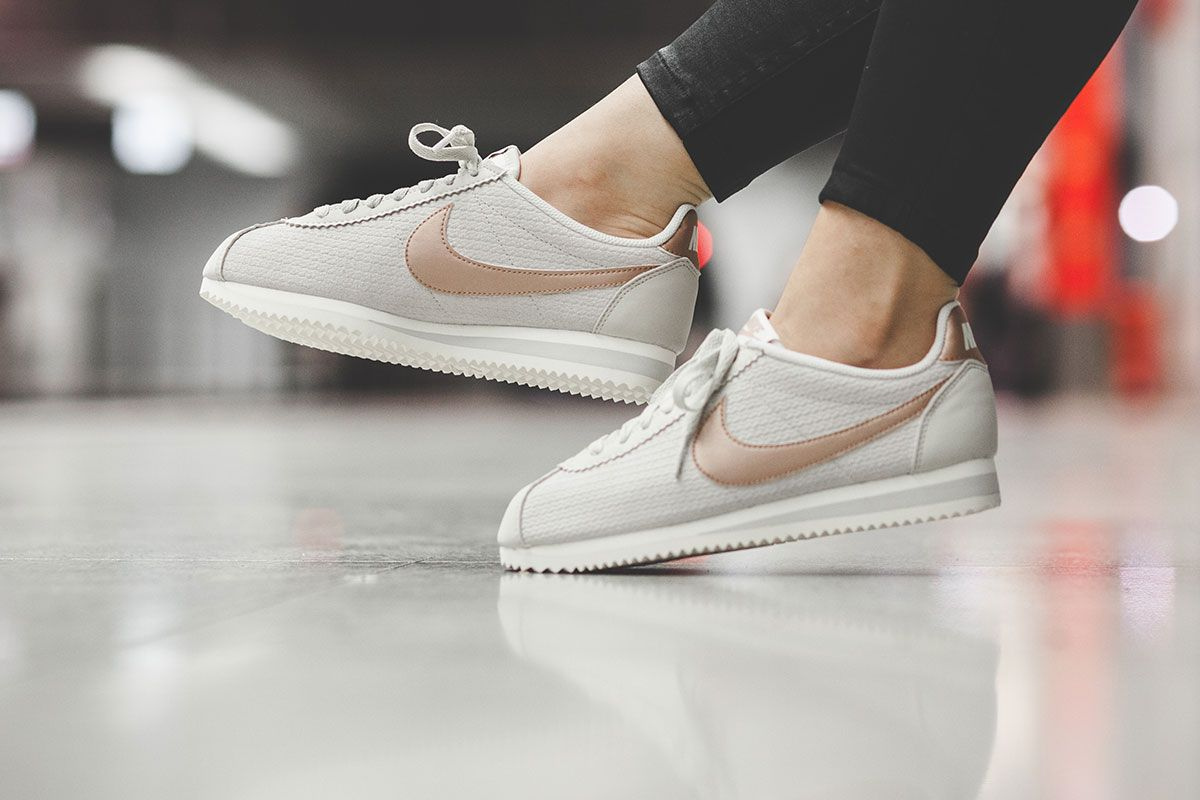 "8bc52e65a Nike Classic Cortez Leather Lux WMNS ""Light Bone"""