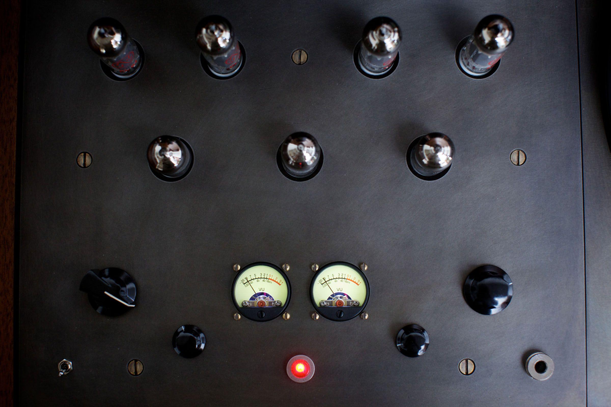 Custom Valve Amplifier In Symbol Audio S Modern Record Console  # Next Rafael Muebles