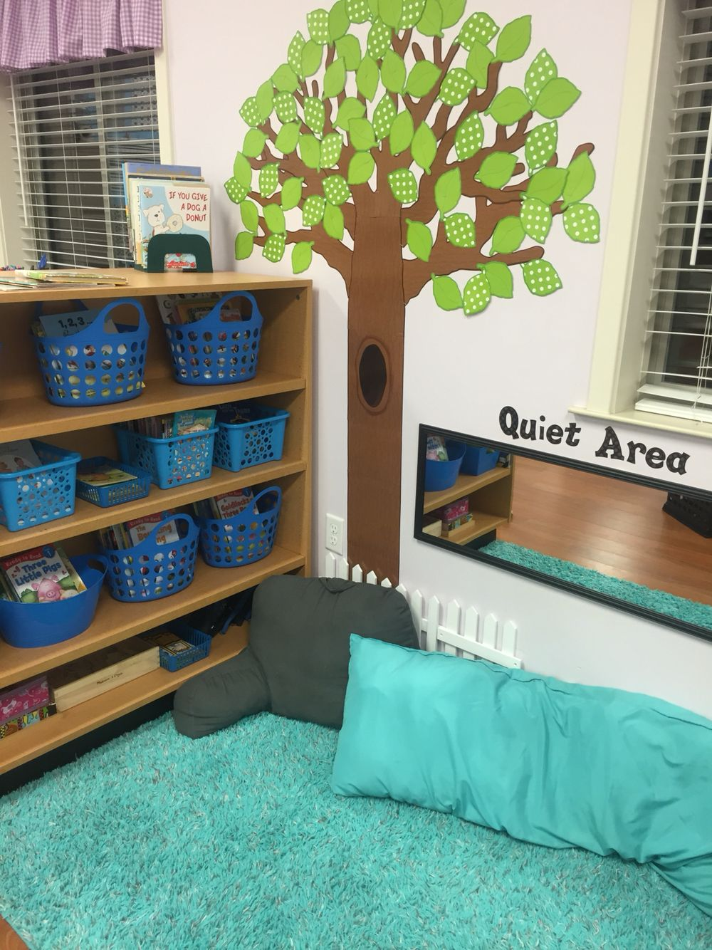 Classroom Library Decor ~ Pre k classroom set up quiet area and library