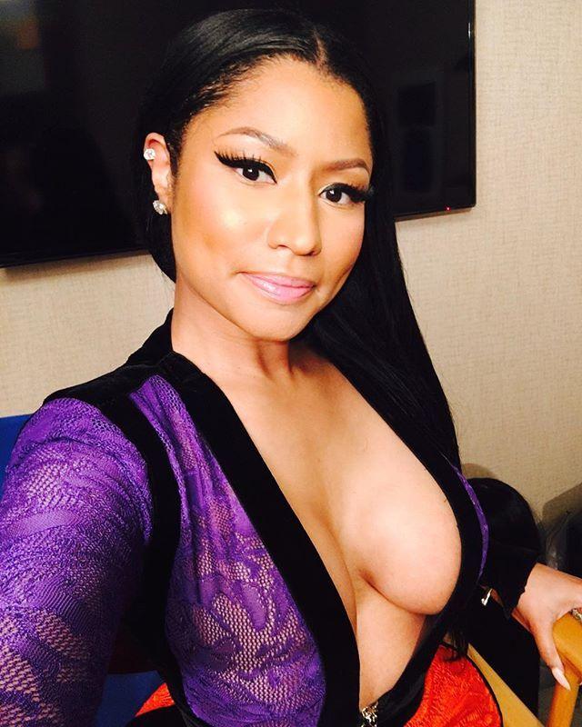 Nicki minaj sexy boobs