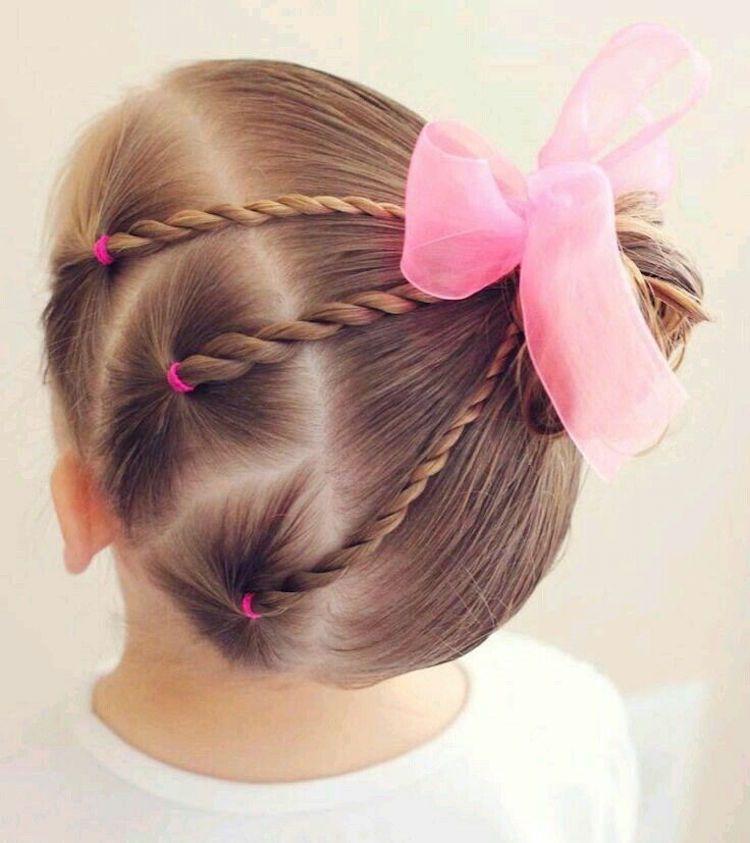 12 idées de coiffure petite fille à travers 50 images