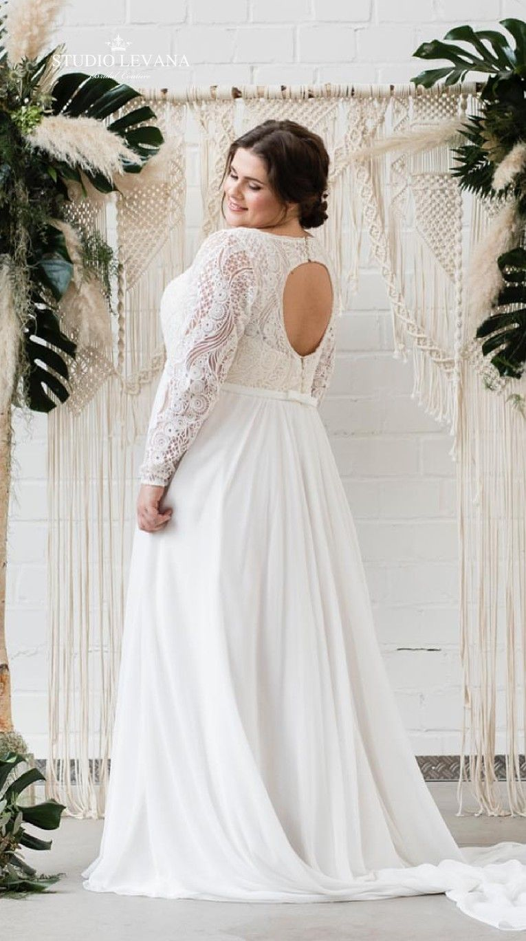 Back Key Hole Details In Plus Size Boho Wedding Dress With Unique Geometric Lace Mar Wedding Dresses Boho Wedding Dress Plus Size Wedding Dresses With Sleeves [ 1368 x 765 Pixel ]