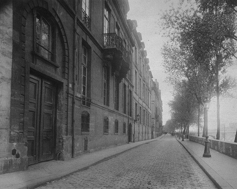 Le quai d'Anjou au niveau du n° 17, de l'hôtel de Lauzun
