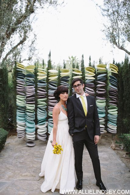 Paper plate wedding ceremony backdrop | WWW.ALLIELINDSEY.COM ...