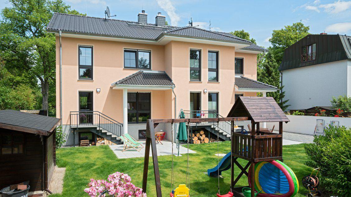 Mehrfamilienhäuser Doppelhaus, Gartenansicht mit