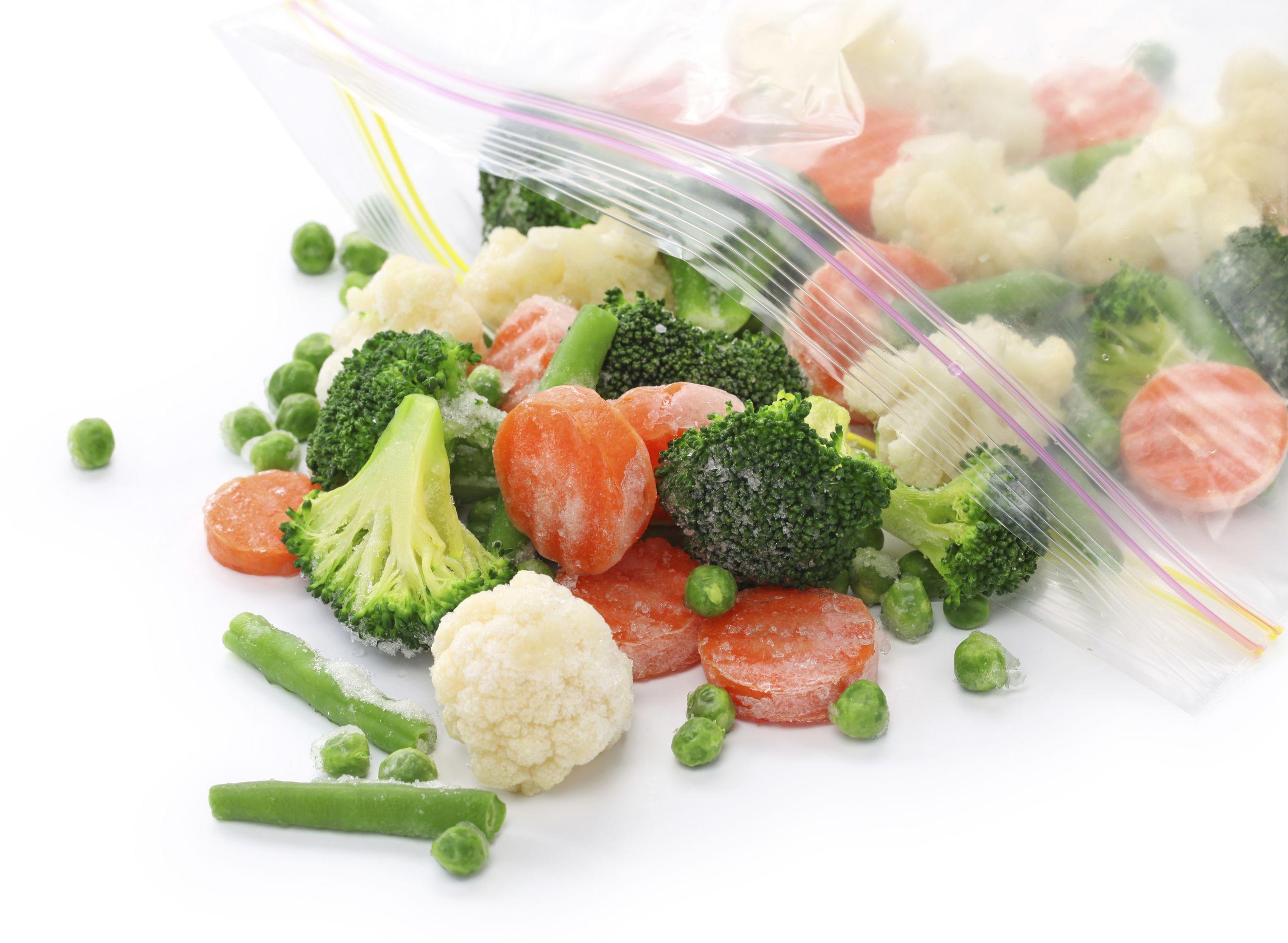 Com a correria dos dia atuais, congelar alimentos torna-se muito prático. Aprenda a congelar alimentos como frutas, vegetais, carnes e pães de maneira correta.